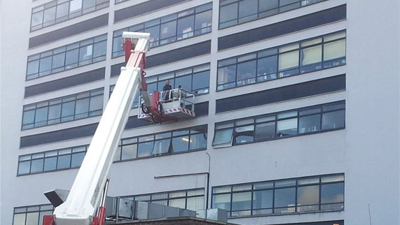 Everything you need to know about Hiring a Commercial Window Cleaner